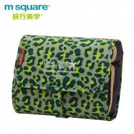 M SQUARE travel large capacity multi-functional makeup wash bag (Leopard green)